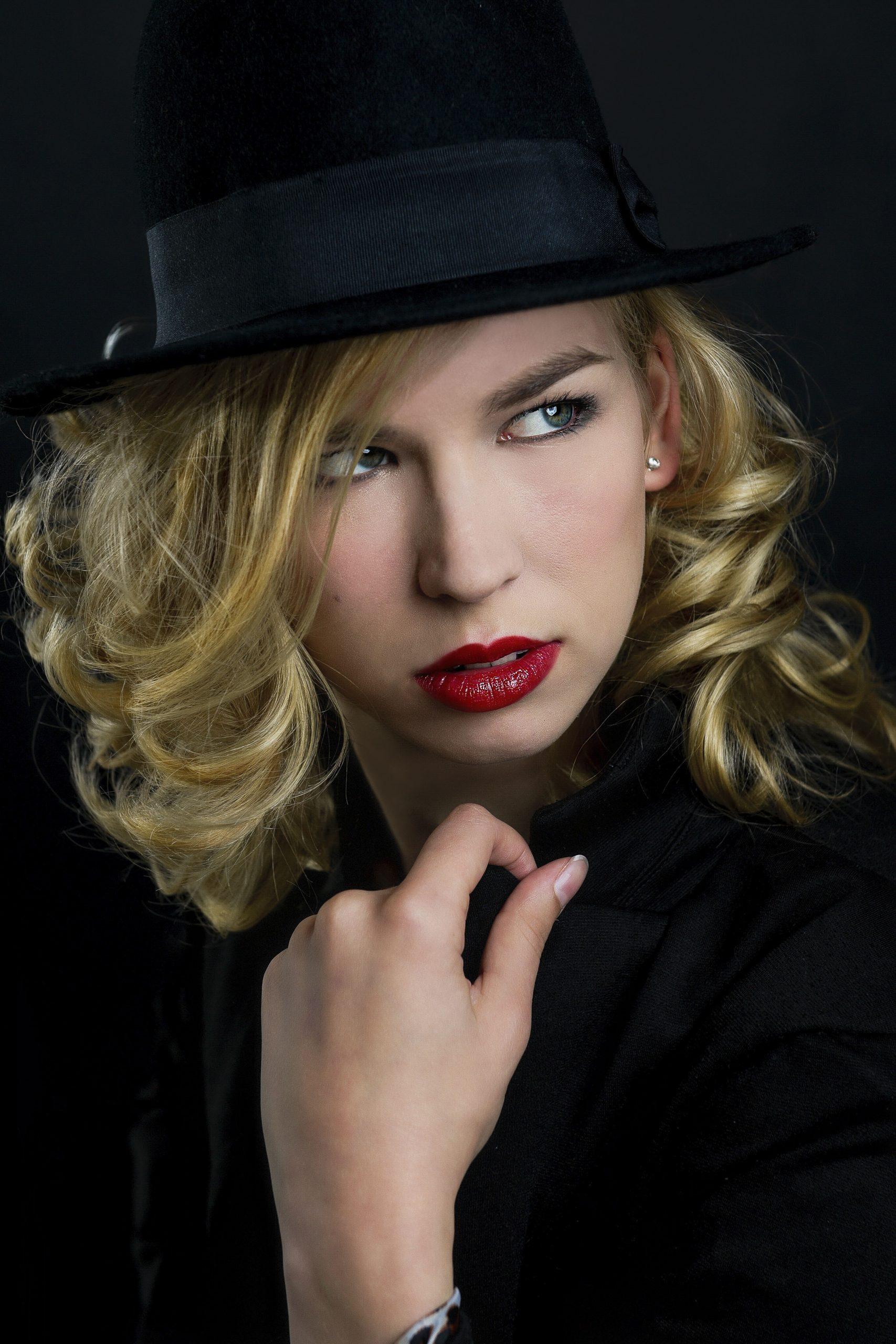 Visagie Naomi glamour